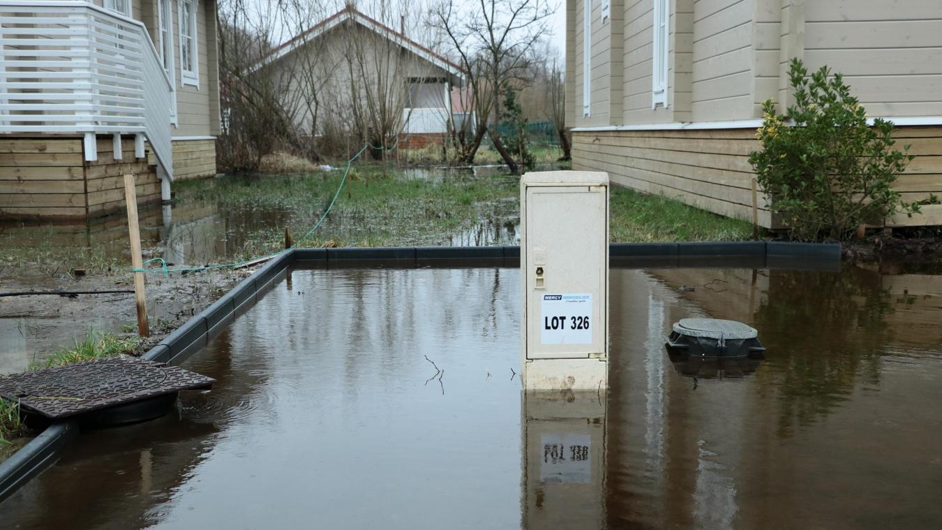 Au quartier les Oisillons, le niveau d'eau a fini par baisser mais la prudence est de mise.