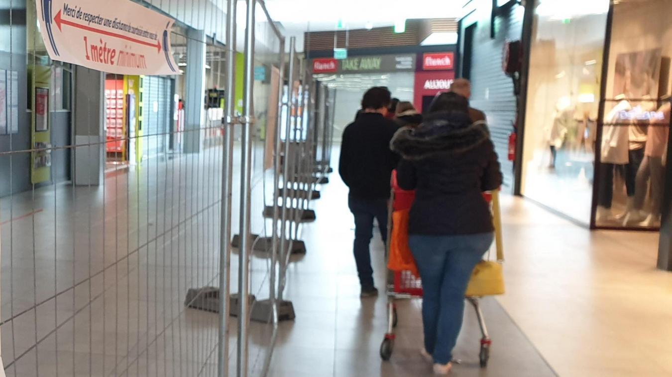 L'hypermarché Auchan ne ferme pas.