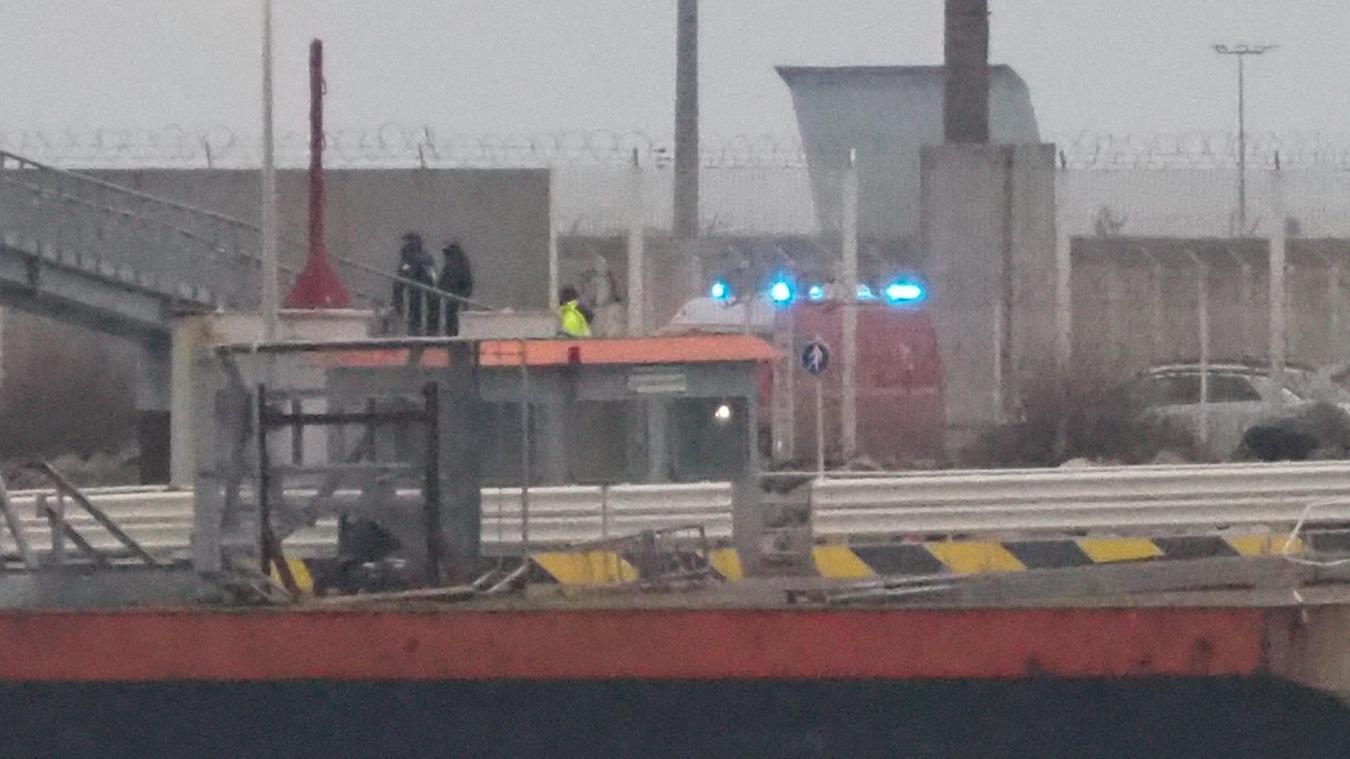 Les secours et la police sont intervenus ce lundi 1er février au port de Calais.