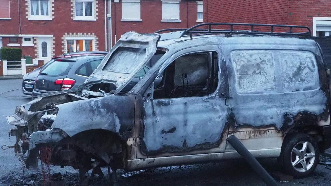 La voiture a été brûlée durant la nuit de lundi à mardi.