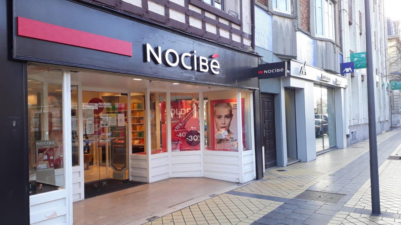 Le magasin vit ses derniers instants à Calais.
