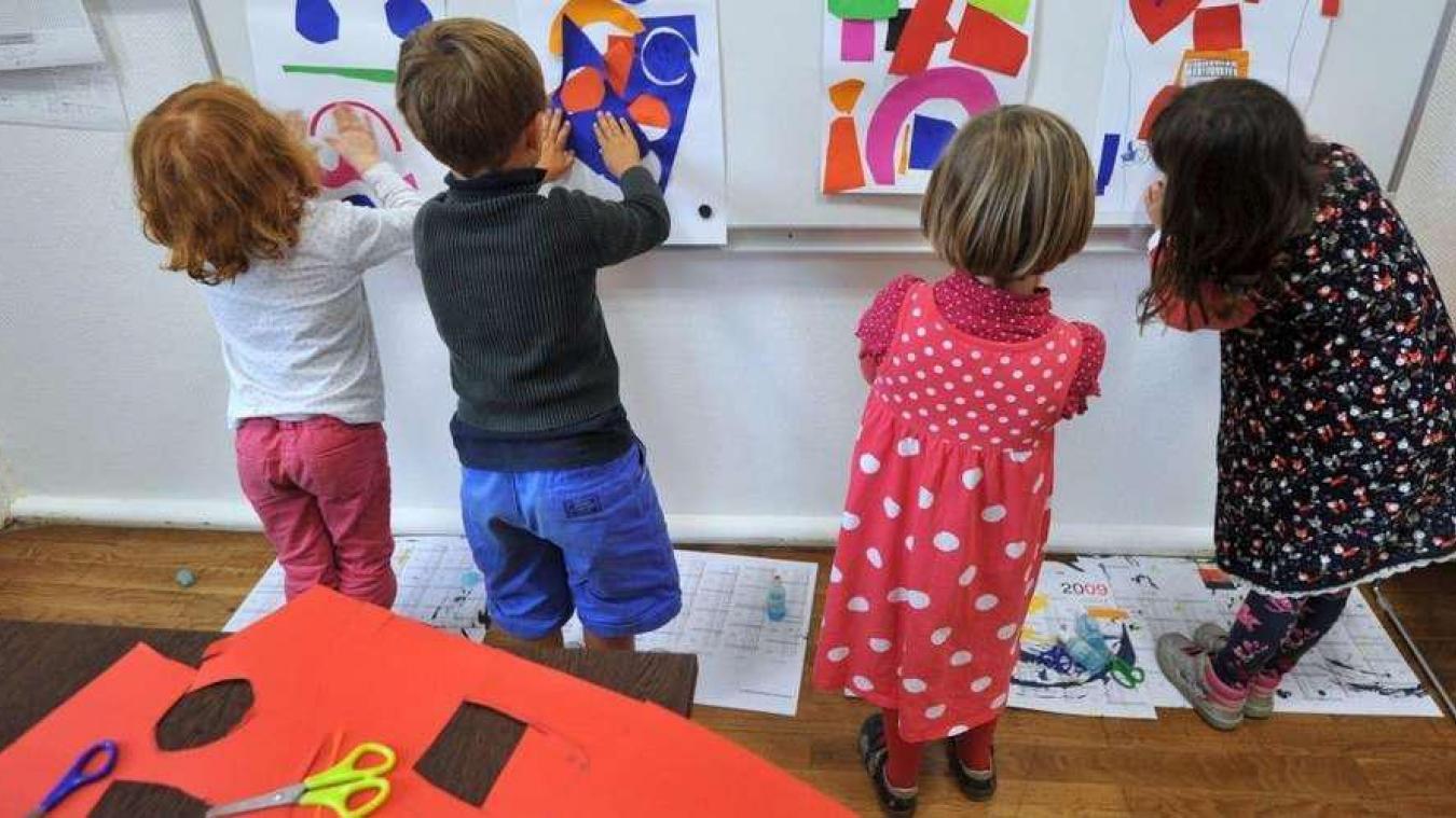Après des cas de covid-19 dans deux classes de maternelle à Calais, pourquoi l'une a fermé et l'autre pas ?
