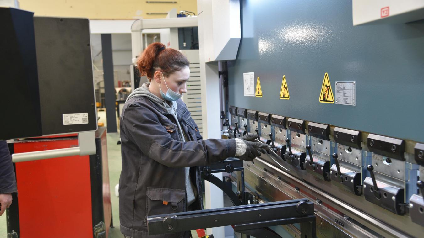 L'une des nouvelles machines, une plieuse, réceptionnées le mois dernier dans l'atelier de chaudronnerie.