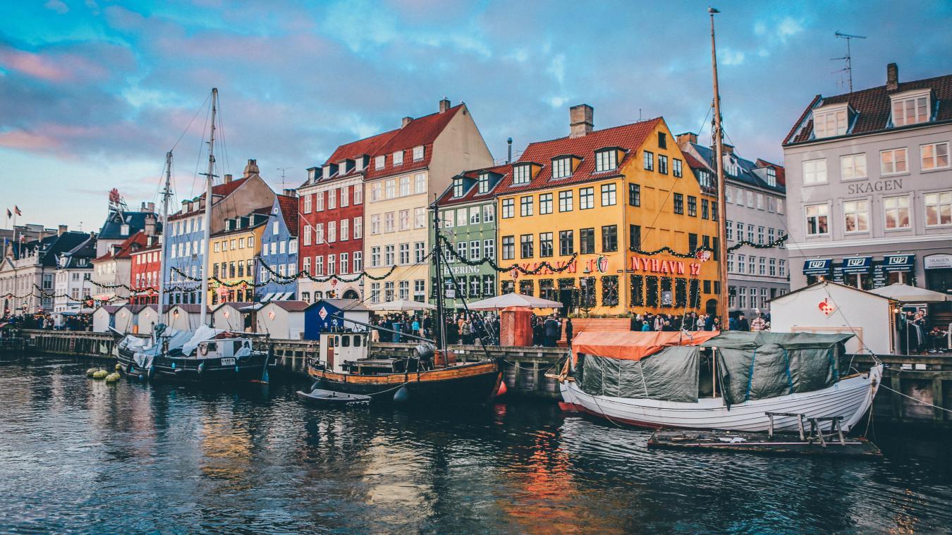 Le gouvernement danois a annoncé la mise en place d'un «passeport corona». Plus de 3% de la population du Danemark a reçu une première dose de vaccin.