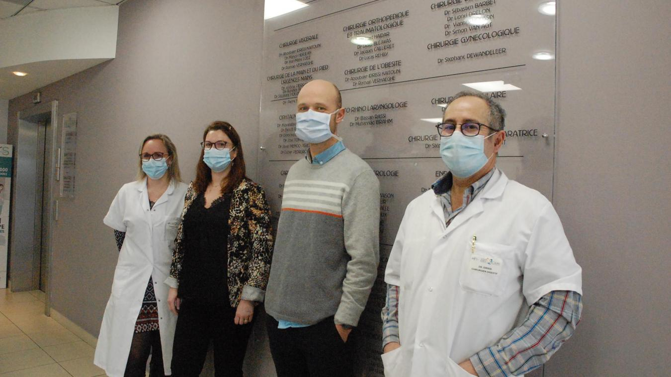 Delphine Debavelaere, responsable soignants, Emmanuelle Bayart, infirmière coordinatrice RAC et les chirurgiens Romain Verhaeghe et Aboubakr Idrissi.