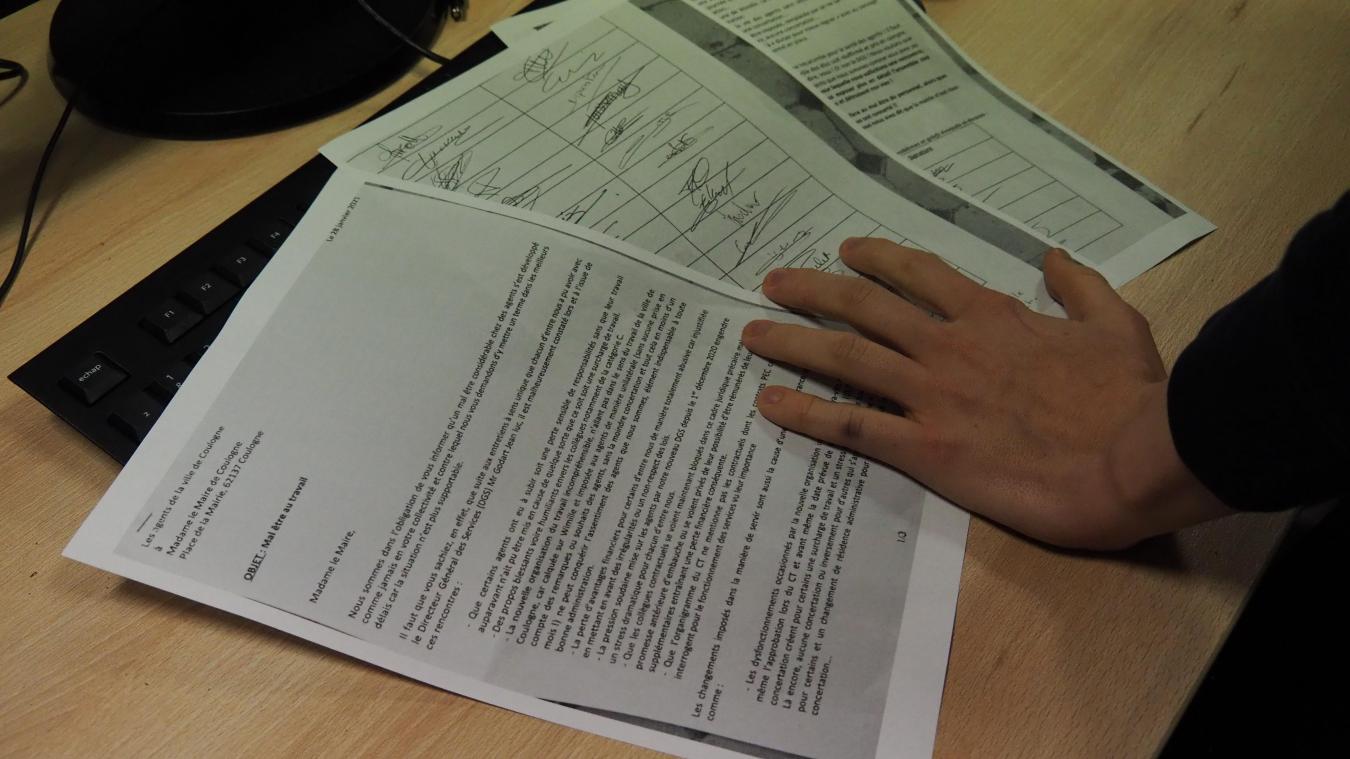 La lettre, qui a récolté plus de 40 signatures, émane des « agents de la ville de Coulogne ». Elle a pour objet le « mal-être au travail ».