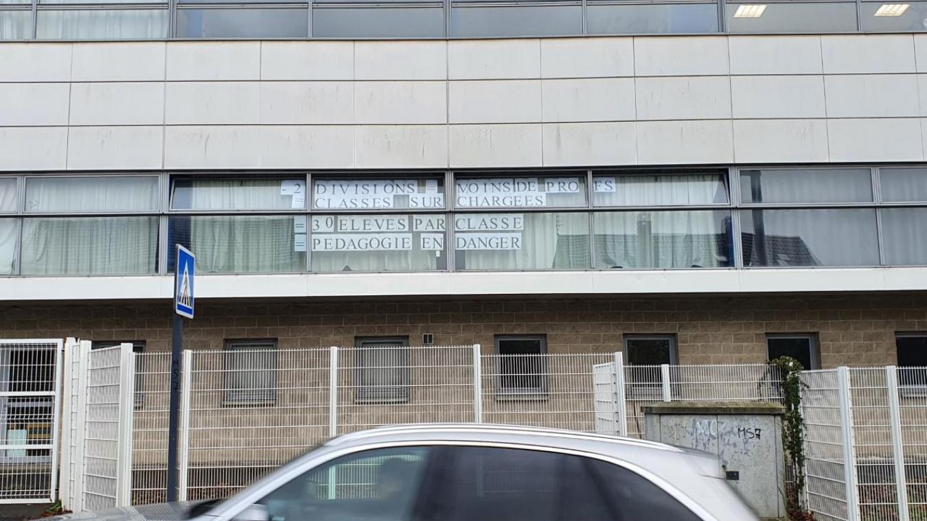 Dans la rue Montaigne, les enseignants vont faire passer le message au rectorat.