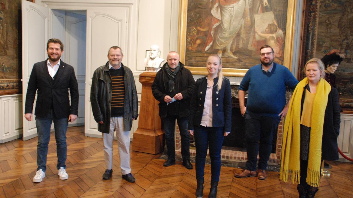 Les membres du bureau (à l'exception de Véronique Fiolet, absente) en compagnie du maire Matthieu Demoncheaux.