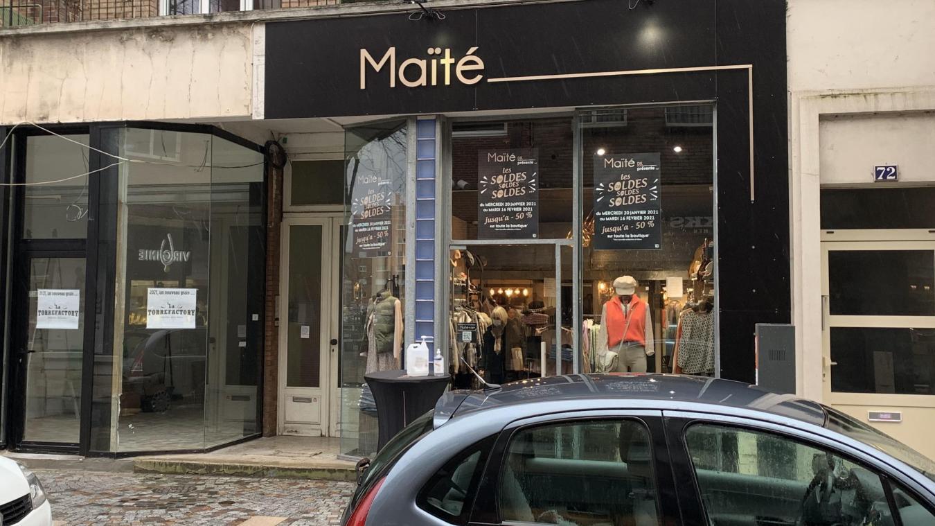 La voleuse est entrée dans la boutique Maïté en milieu d'après-midi, ce jeudi. Elle en est ressortie avec des chaussures, payées, et un jeans, volé.