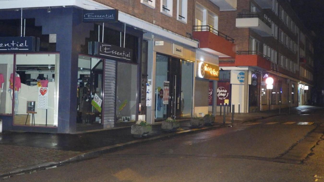 La rixe est intervenue au n°26 de la rue Poincaré, à Dunkerque, à proximité de la voûte menant à la place Jean-Bart.