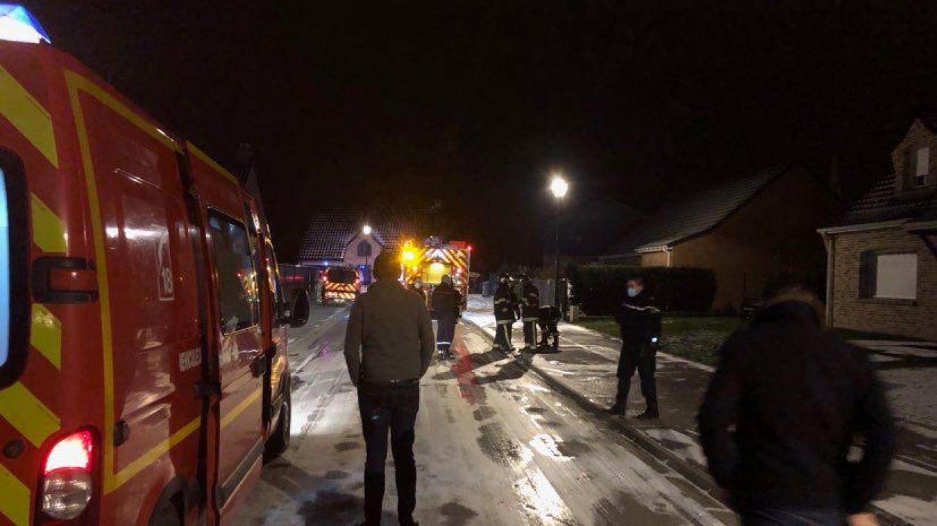 Les pompiers d'Estaires sont intervenus rue des Laitiers pour un incendie qui serait volontaire.