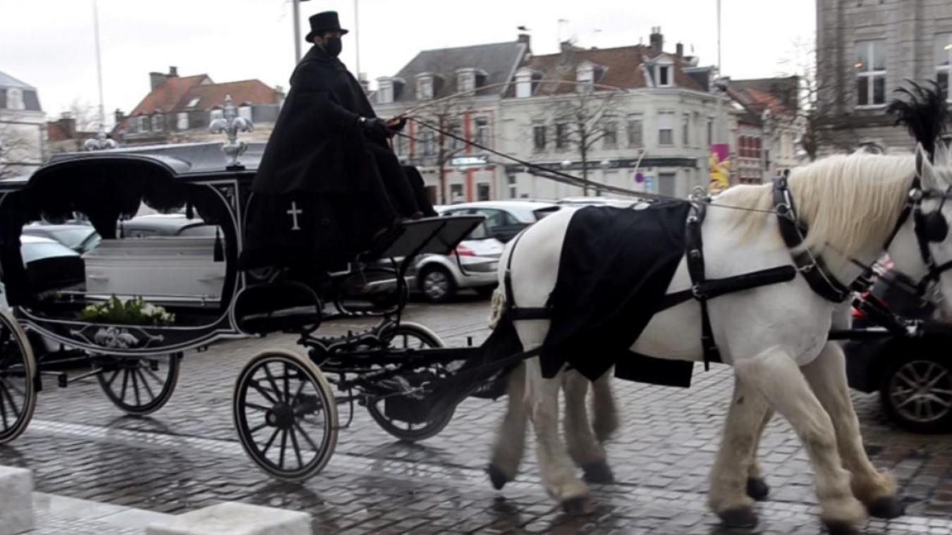 Une diligence royale à Calais pour les adieux à Nina, petite princesse partie trop tôt (photos et vidéo)