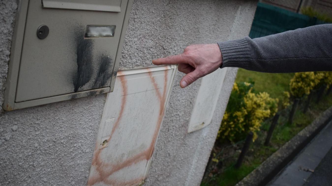 Plusieurs habitants d'une petite rue de la commune ont eu une bien triste découverte, le 2 février, sur leur boîte-aux-lettres et leur muret devant leur habitation.