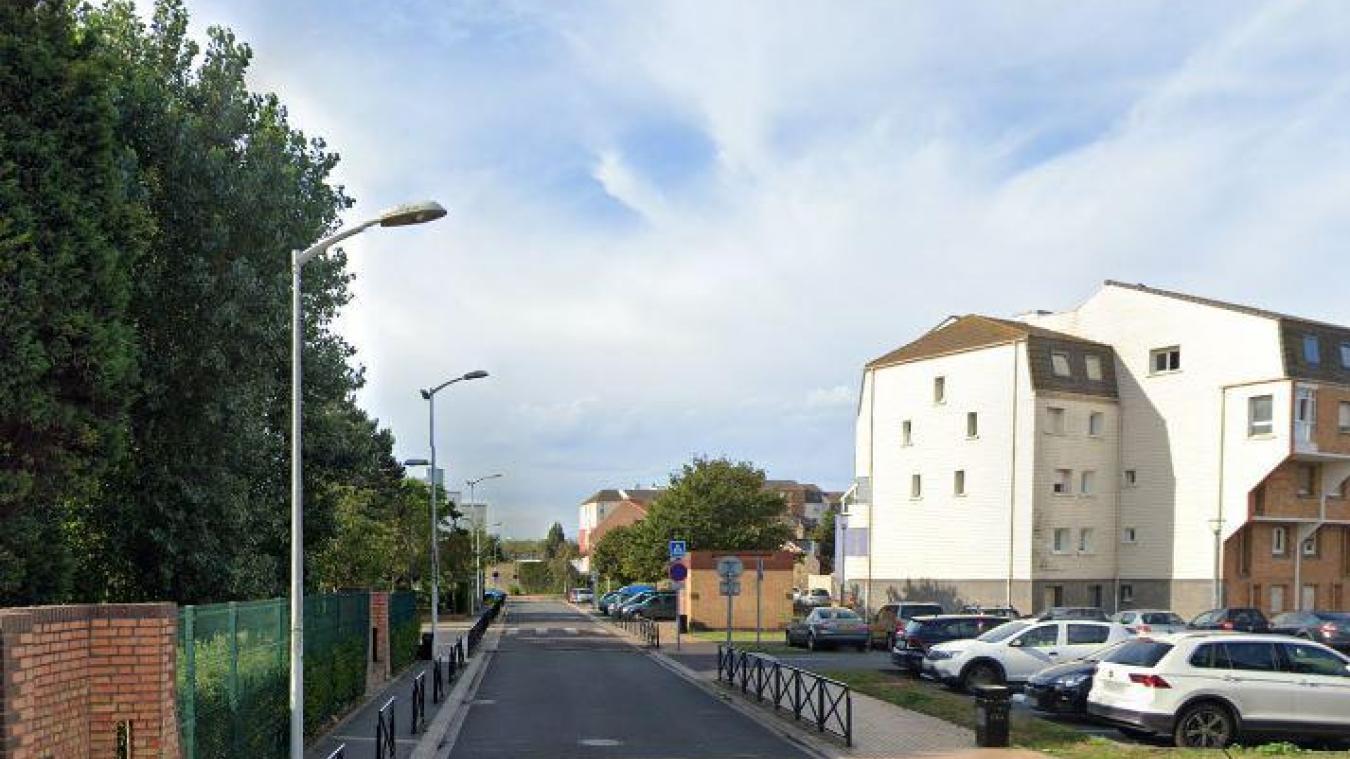 Le feu a pris dans une résidence de la rue du Maréchal-Foch, à Saint-Pol-sur-Mer, ce mercredi 10 février.