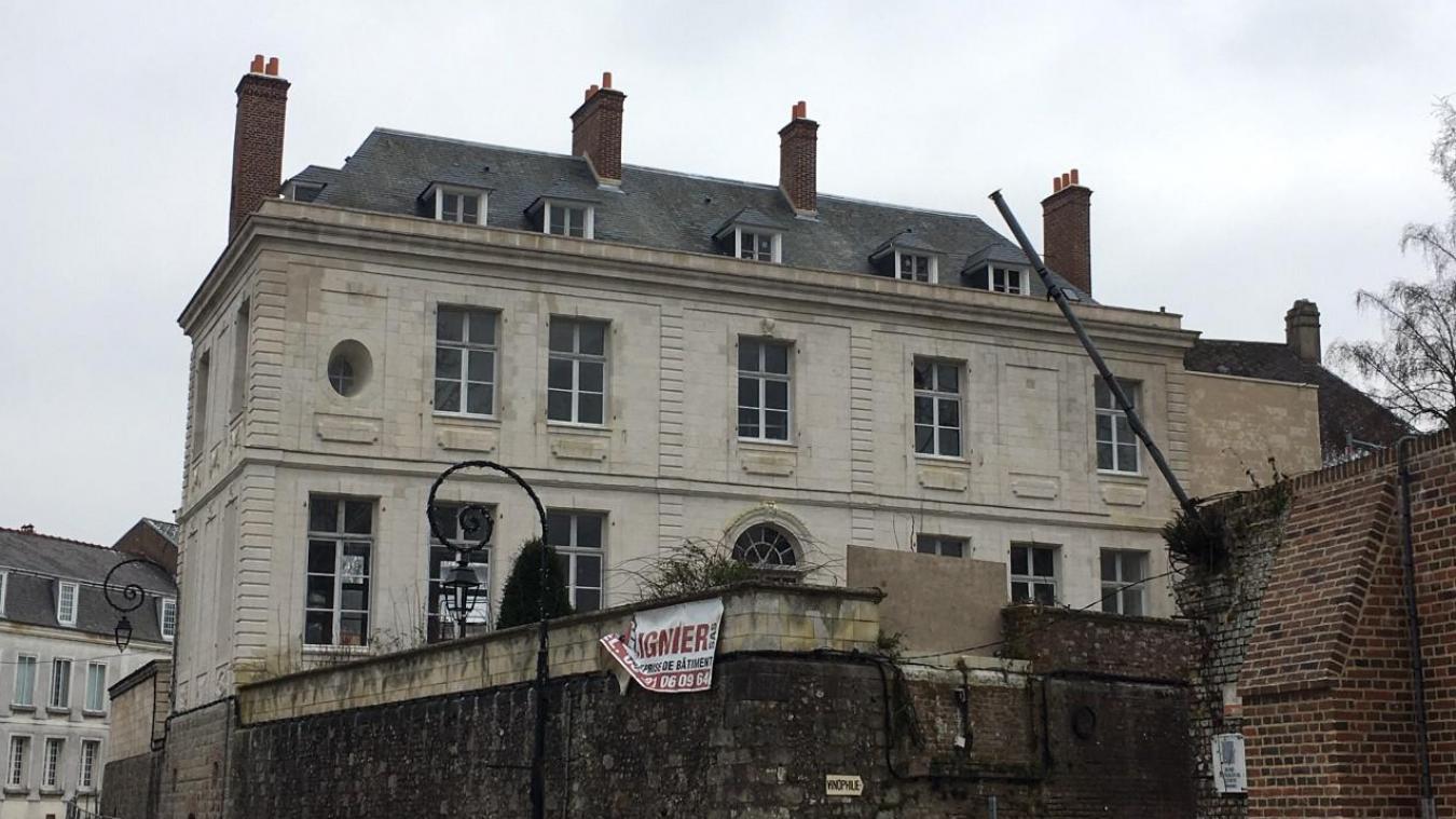 L'Hôtel Acary, un des joyaux de la cité des remparts.
