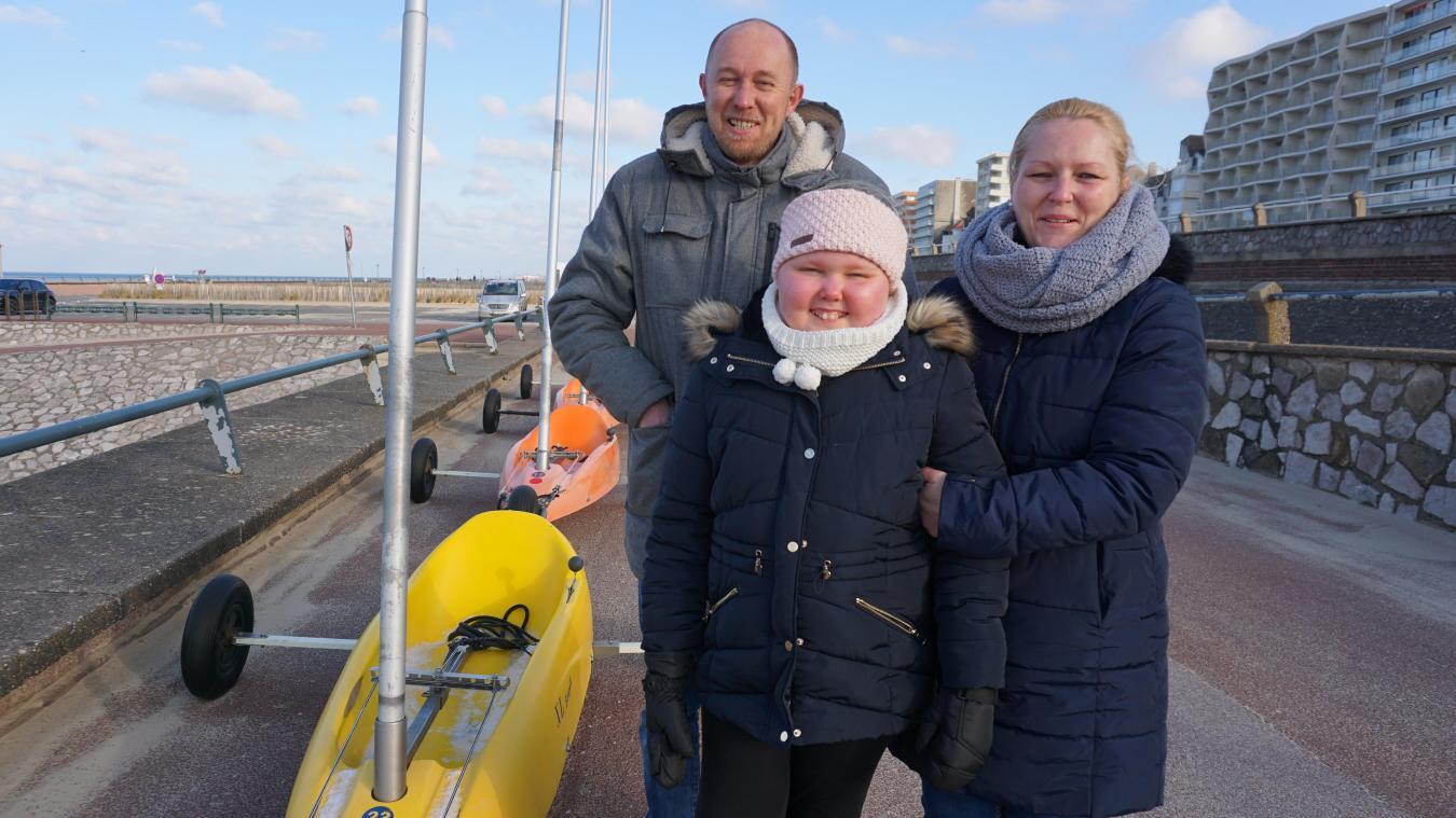 Marion, ici en compagnie de ses parents, s'est essayée au char à voile avec un moniteur de la base Sud du Touquet, mardi 9 février.