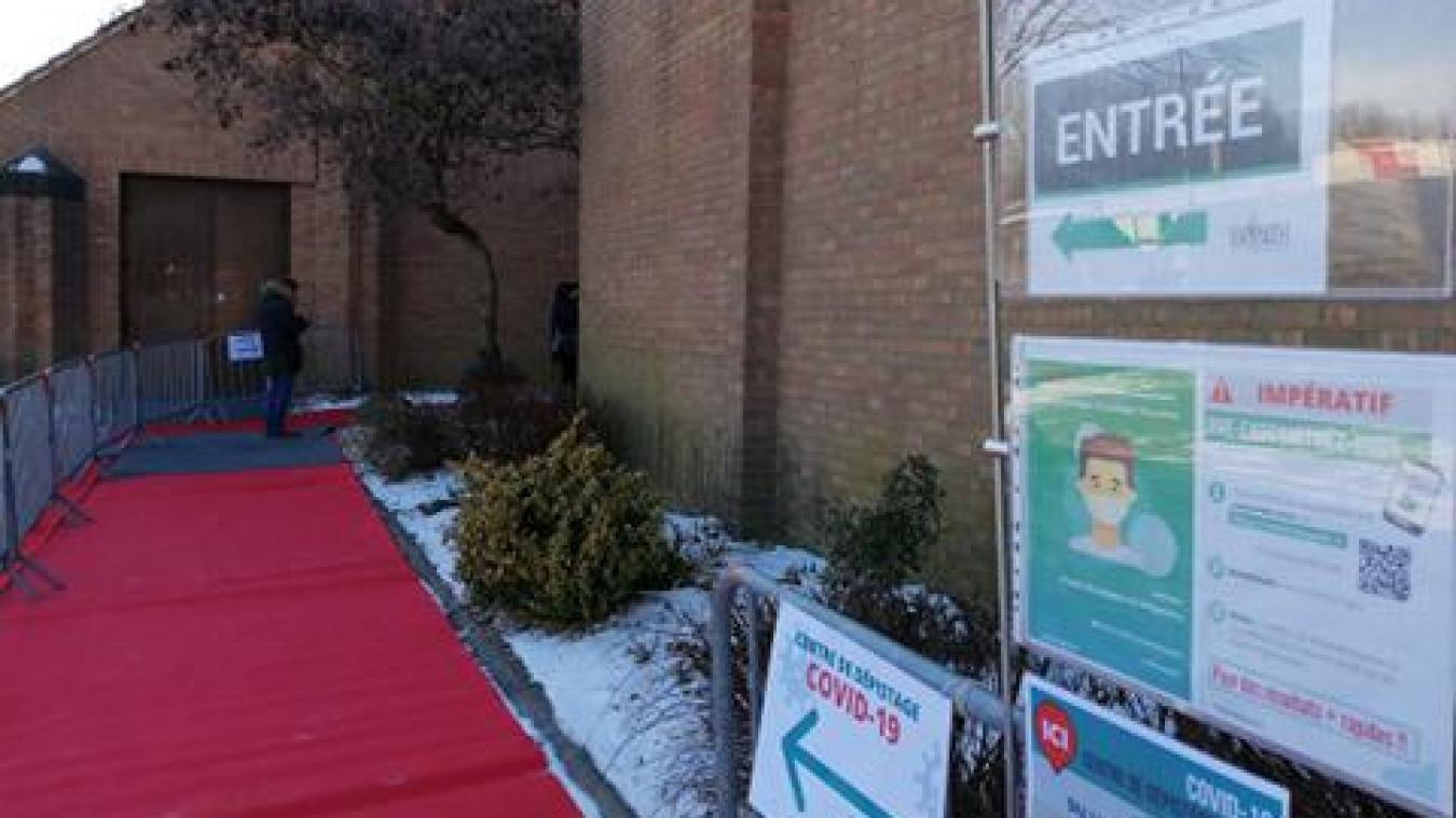 Un centre de dépistage a ouvert ses portes à Sportica, à Gravelines, samedi 13 février, en réponse à l'explosion des cas dans le Dunkerquois.