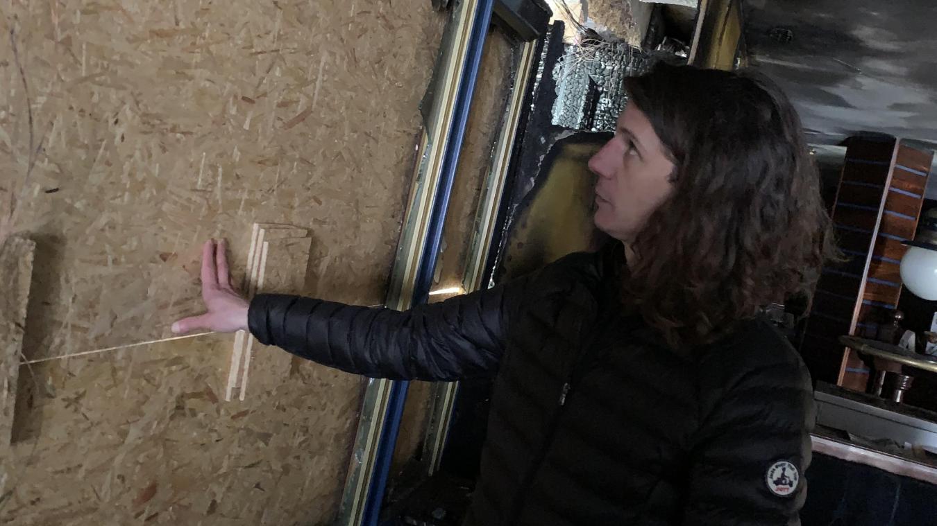 Arnaud Le Carlier de Veslud, le gérant du Lafayette, va devoir faire avec des planches en bois à la place de ses vitres pour encore quelque temps.
