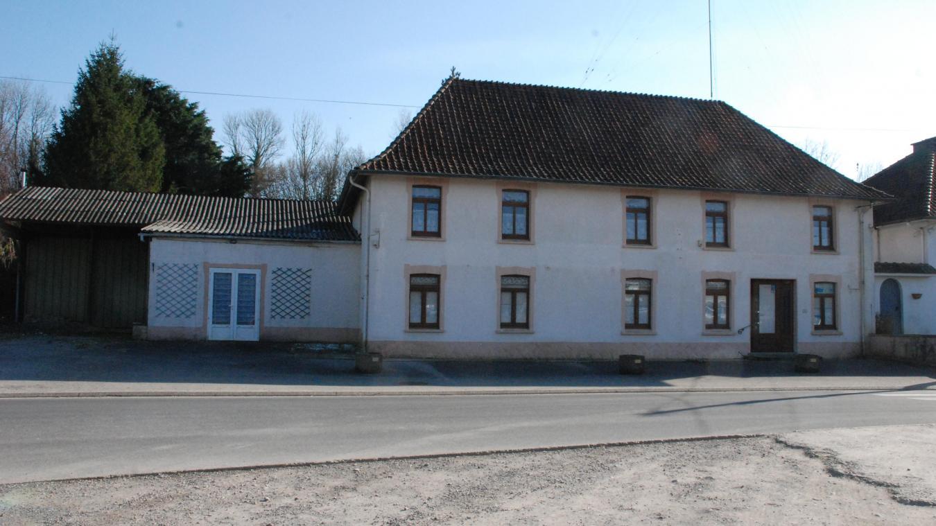 Durant plus d'un siècle, ce bâtiment était un lieu de rencontre. Après quelques années de fermeture, il pourrait redonner vie au centre du village.