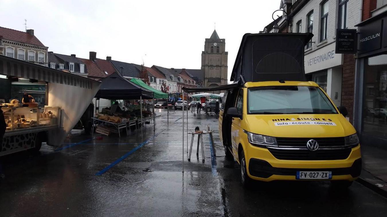 Le van d'écoute, infos et conseil En voiture Nina et Simon.e.s s'est posé pour la première fois le 3 février sur le marché de Wormhout. Il y reviendra, car l'objectif est qu'il soit présent au moins quatre, voire cinq fois sur un même lieu pour être identifié.