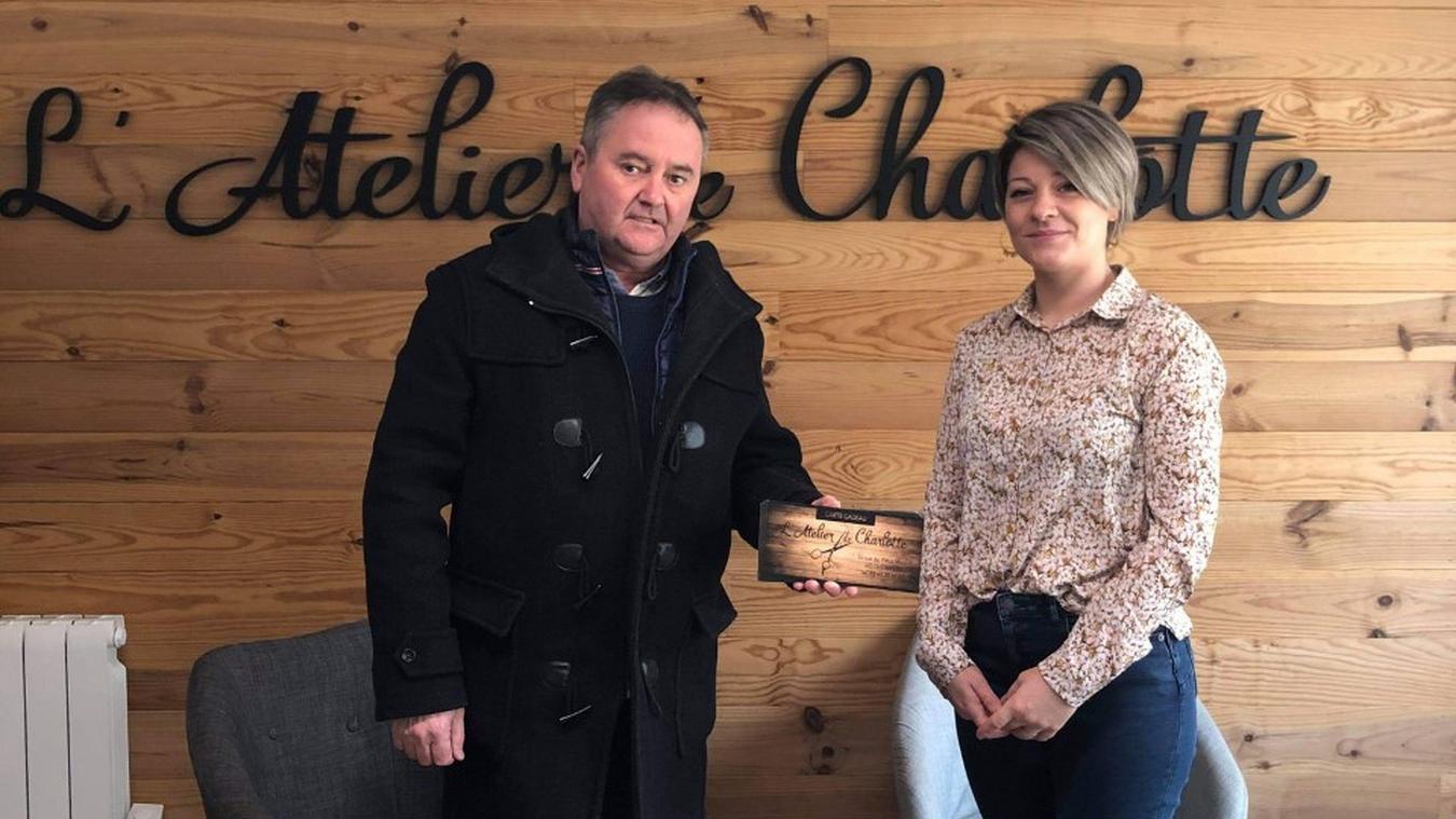 Pascal Thiebaux, bénévole de l'antenne étaploise du Secours populaire, salue la belle action de Charlotte Lamour.