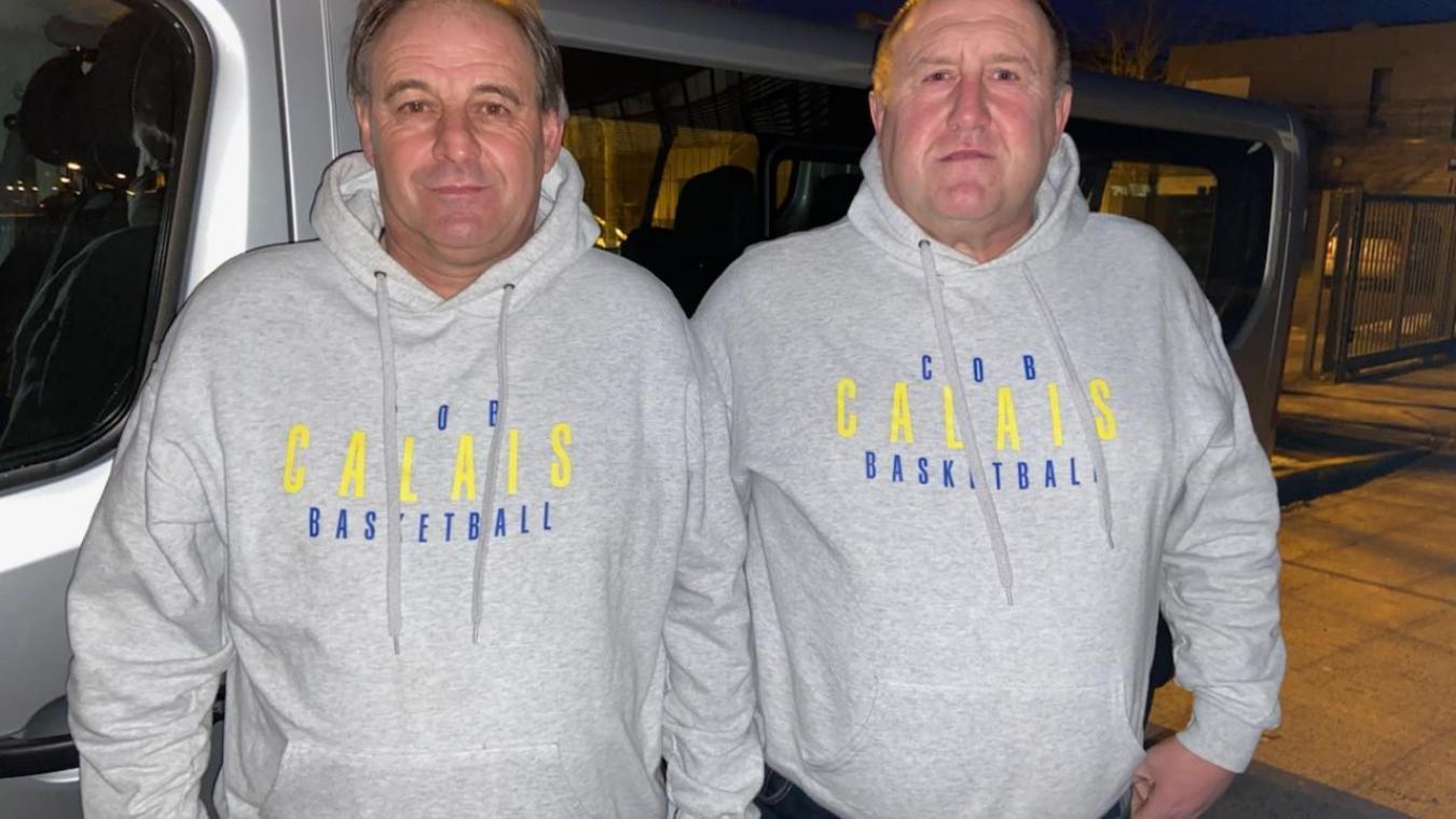 Stéphane et Gilles emmènent les joueuses du COB sur les routes de France.