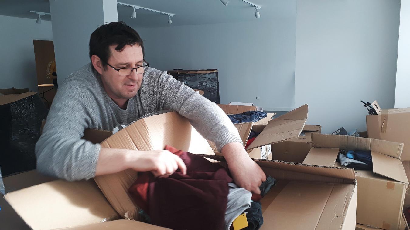 William Matthys a commencé à tout installer dans son magasin vendredi, avec le déballage des premiers cartons.