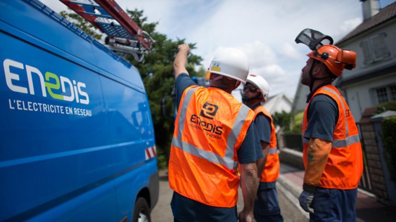 Des techniciens d'Enedis sont sur place pour tenter de rétablir le courant aux habitations qui en sont privées depuis 18h