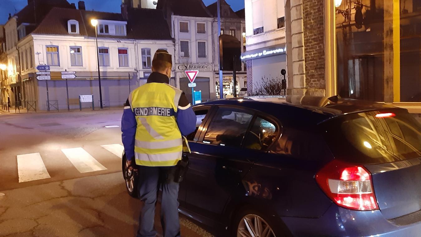 Les gendarmes croisent surtout des gens qui partent ou se rendent au travail.