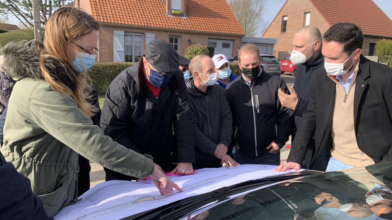 Les plans des futurs aménagements ont été présentés aux habitants par Philippe Grimbert, adjoint aux travaux.