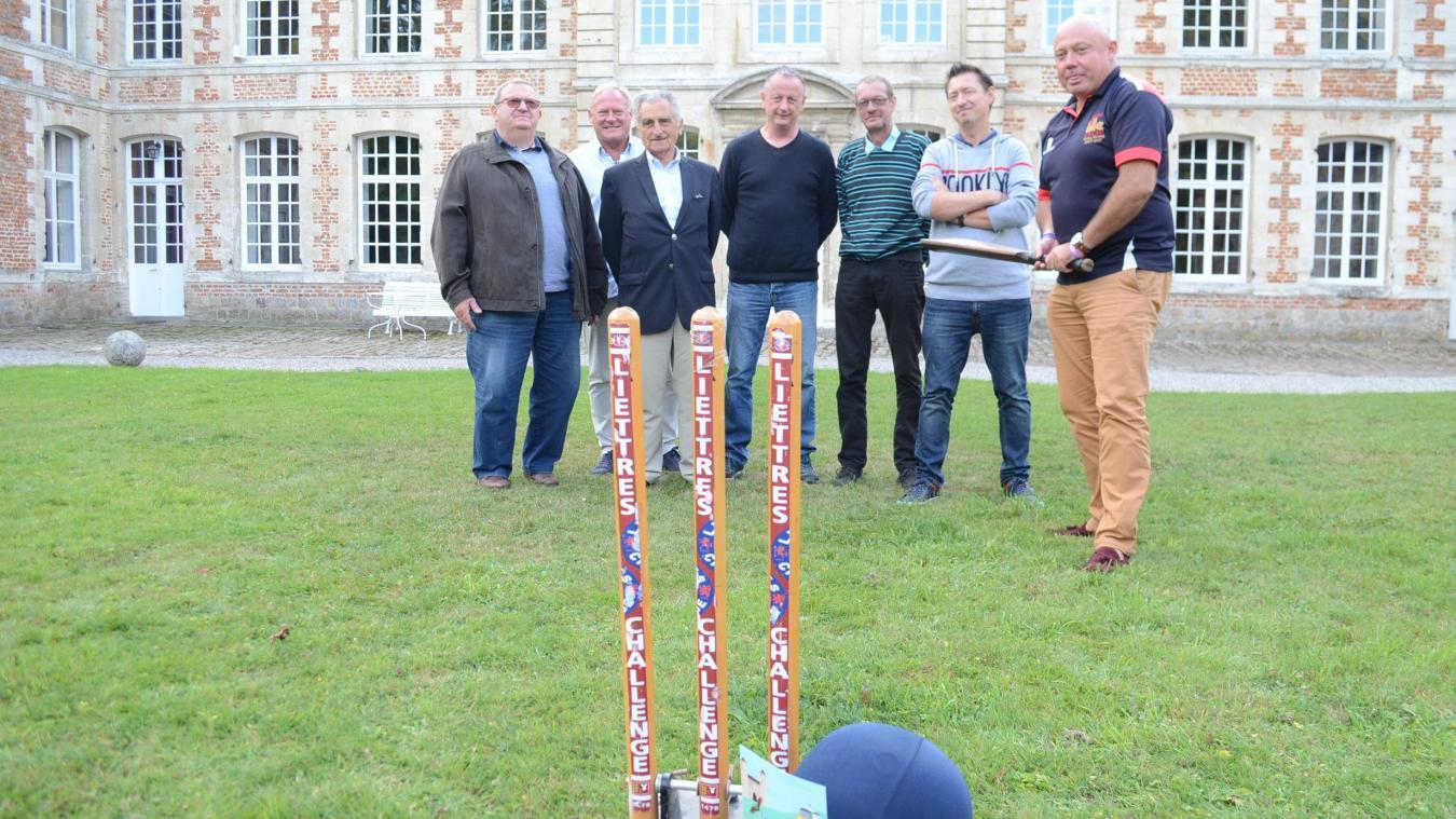 Dominique Ansel (troisième en partant de la droite), s'est mobilisé pour développer les tournois de cricket à Liettres.