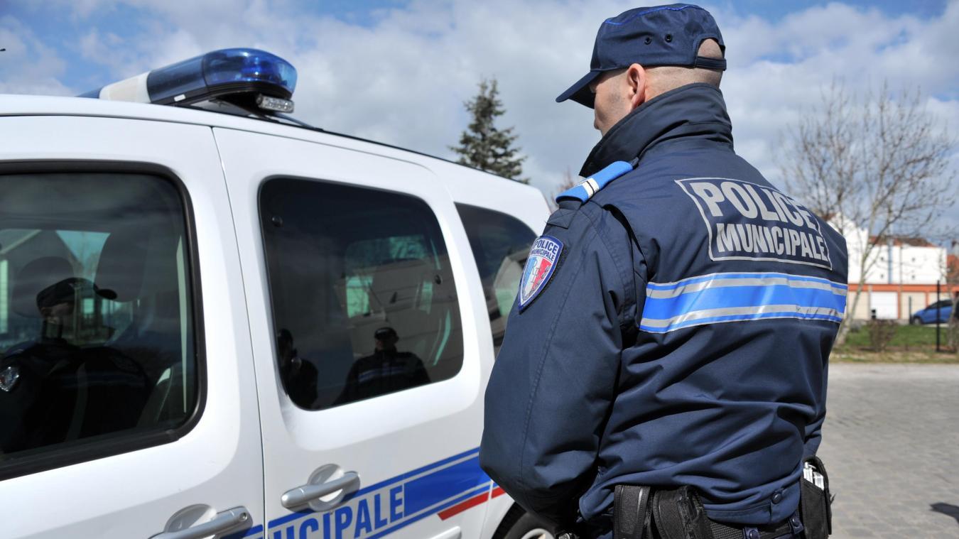 La police municipale va suivre une formation au maniement des bâtons et de la bombe lacrymogène.