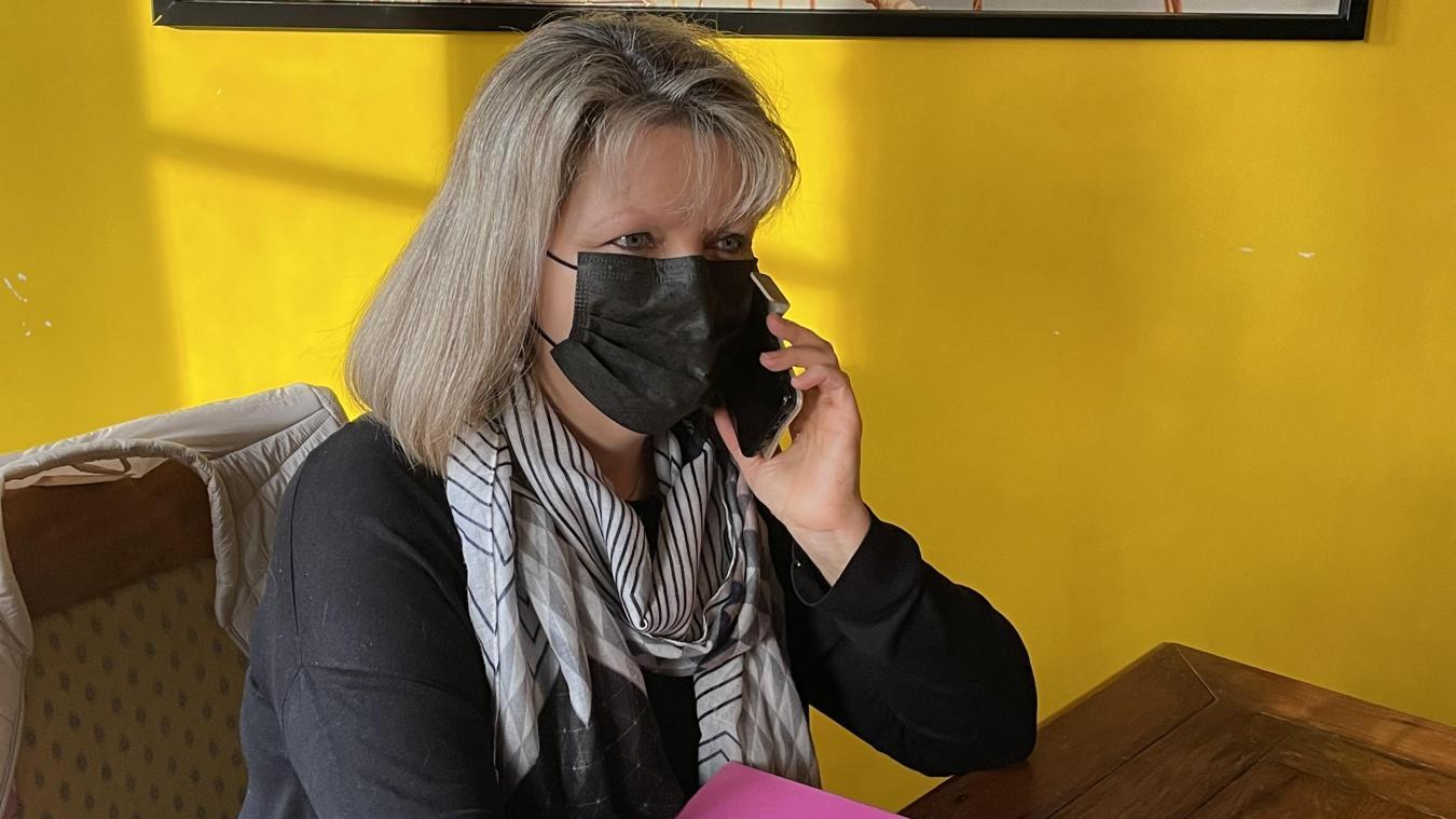 Virginie Crocquenoy-Decocq prend du temps, à côté de son travail, pour proposer des exercices de sophrologie par téléphone aux personnes en détresse.