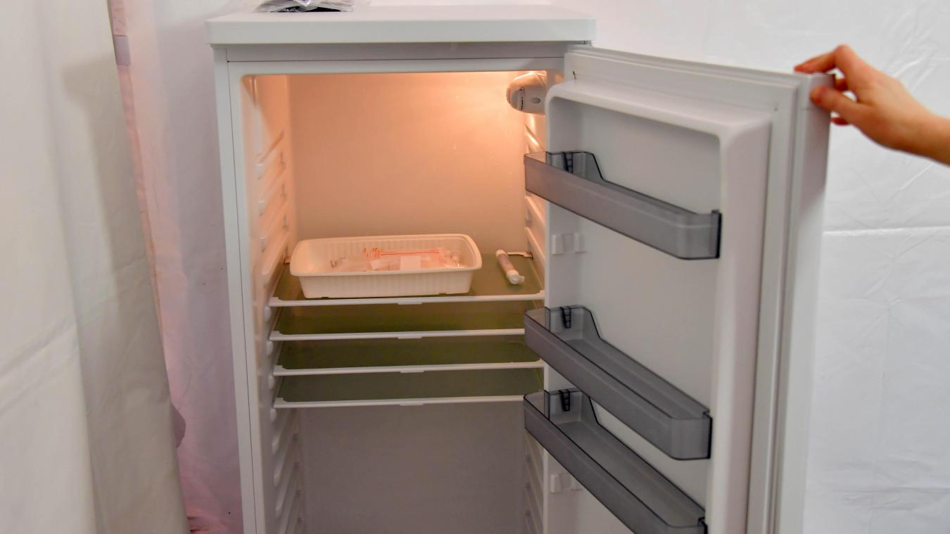 Dans les cabinets médicaux de ville, les doses doivent être conservées au maximum 48 heures dans un réfrigérateur à usage médical et à la température contrôlée en permanence.