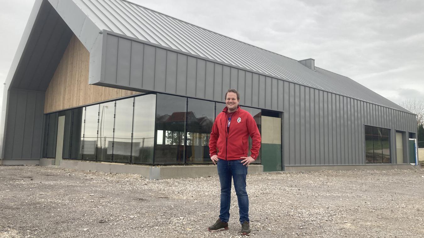 L'Étaplois Pierre Ramet devant sa future boulangerie-pâtisserie d'un nouveau genre.