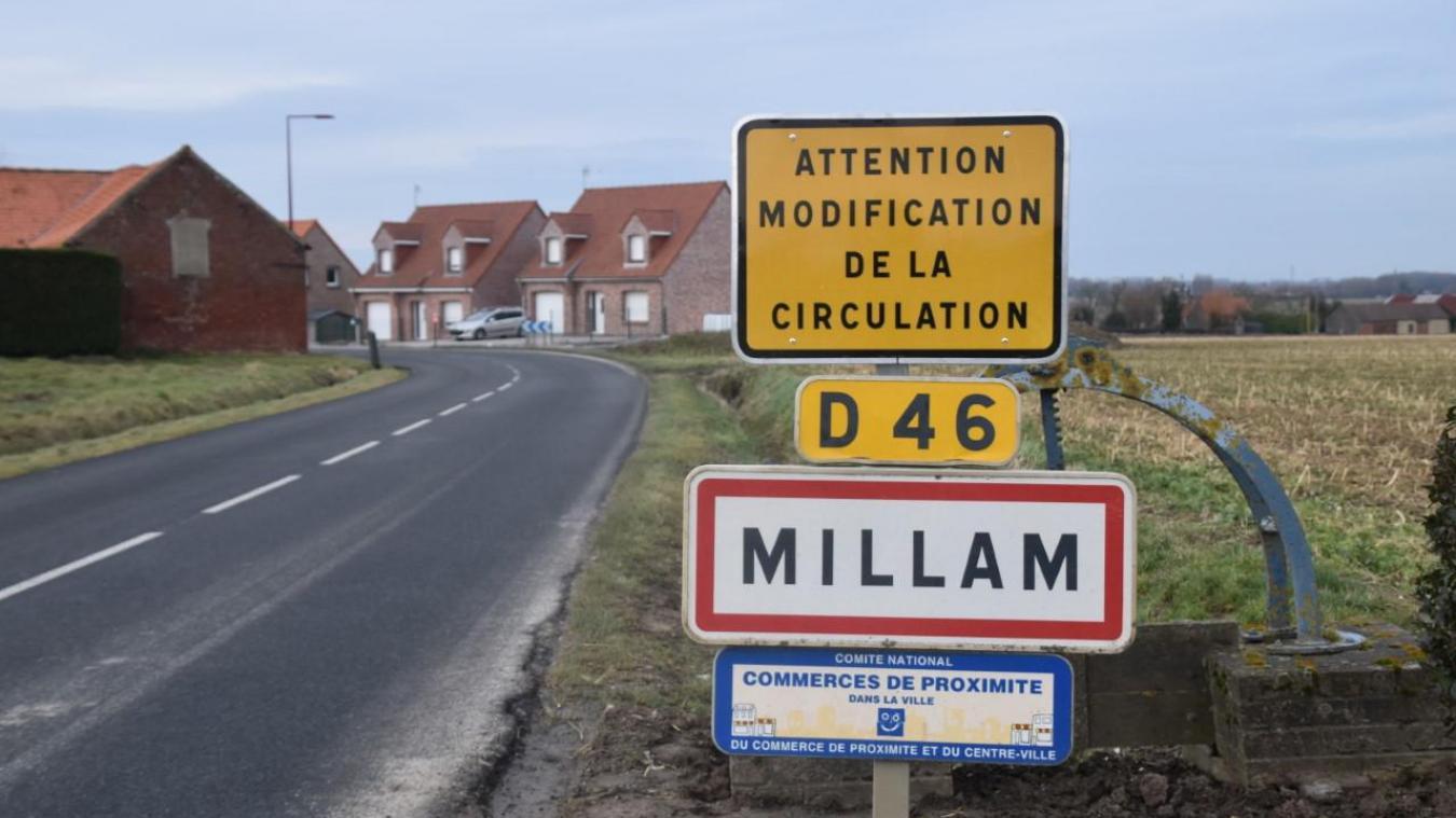 Désormais, la route départementale qui traverse le village n'est plus prioritaire.