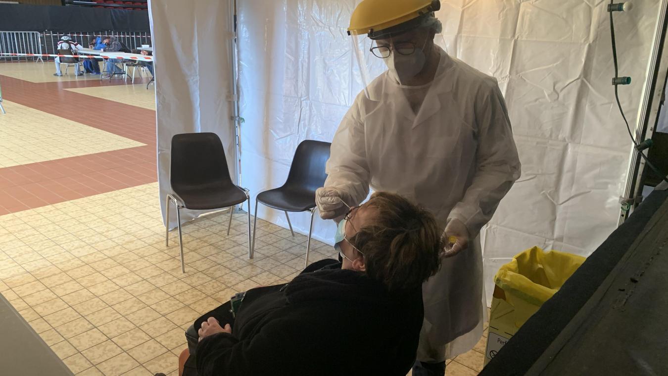 12% des 300 personnes venues se faire tester étaient positives au coronavirus.
