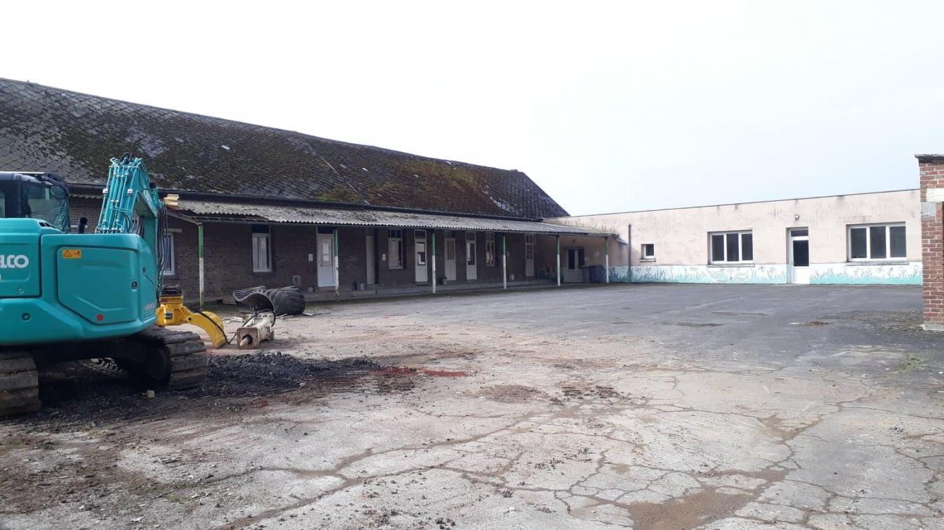 L'ancienne école est vouée à la démolition alors que les travaux ont commencé il y a quelques semaines.