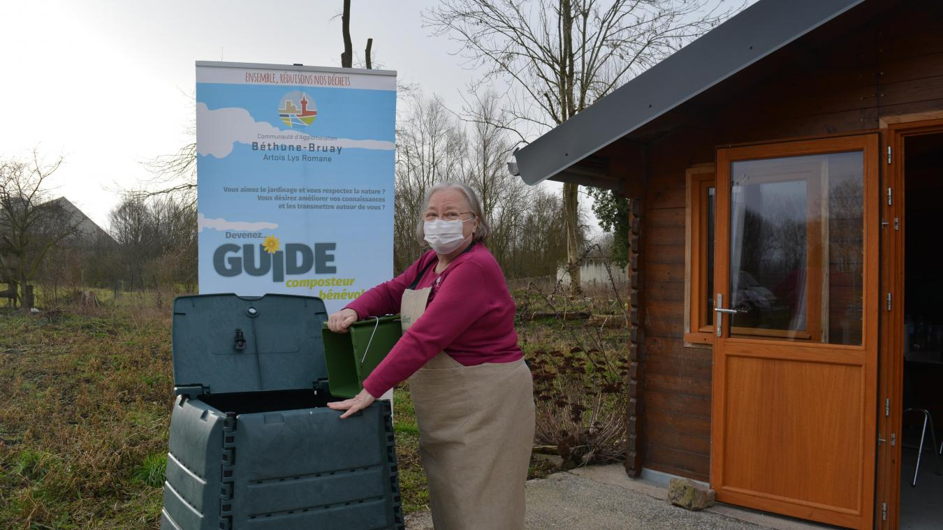 Anita Dewolf a notamment pour mission de distribuer les composteurs commandés auprès de l'agglo.