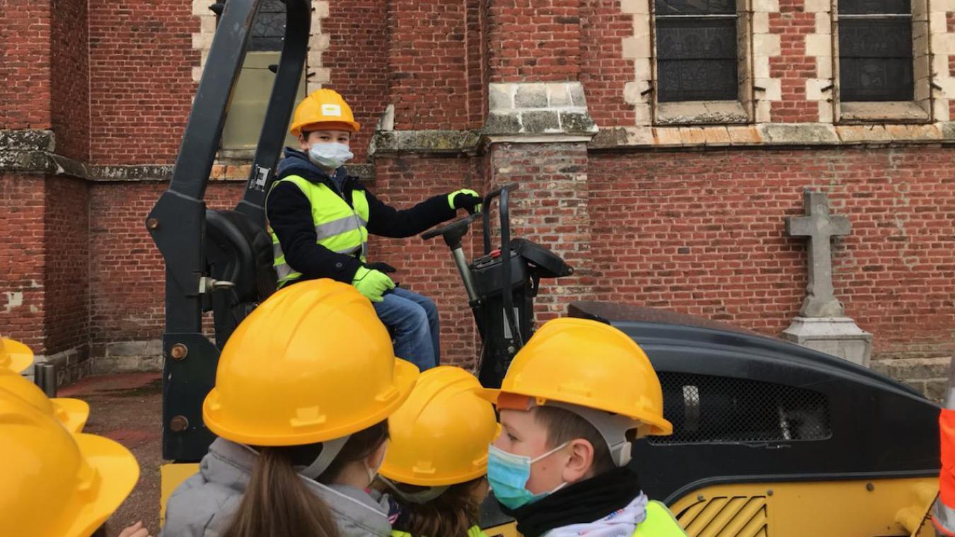 Les CM2 se sont rendus sur le chantier  du presbytère.
