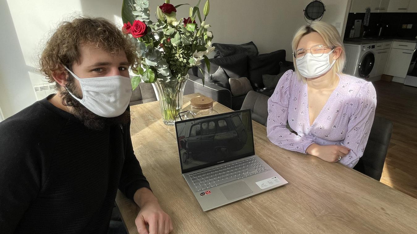 Thomas et Pauline partiront au Maroc en 2023. Ils attendent leur 4L avec impatience.
