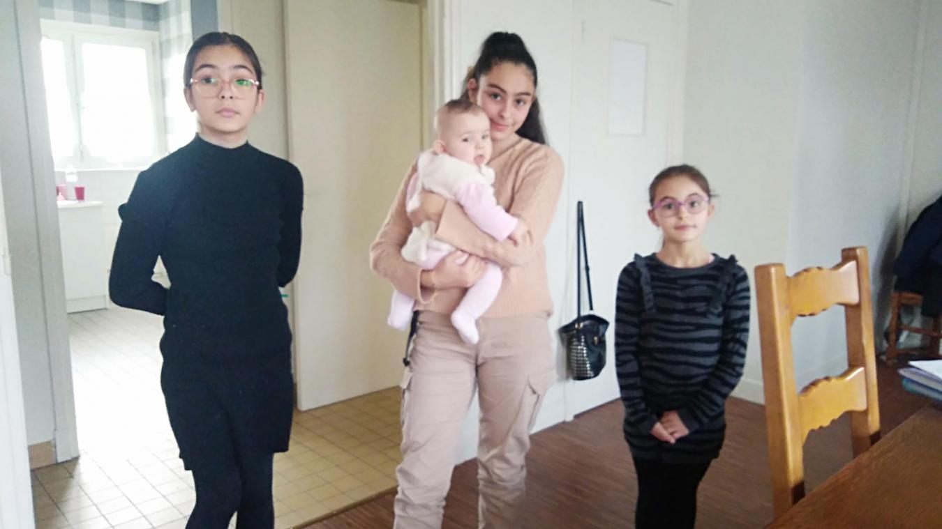 Safaa, Ines, Sokayna et la dernière Anissa était en train de manger quand elles ont dû quitter leur appartement dans la précipitation le 17 février.