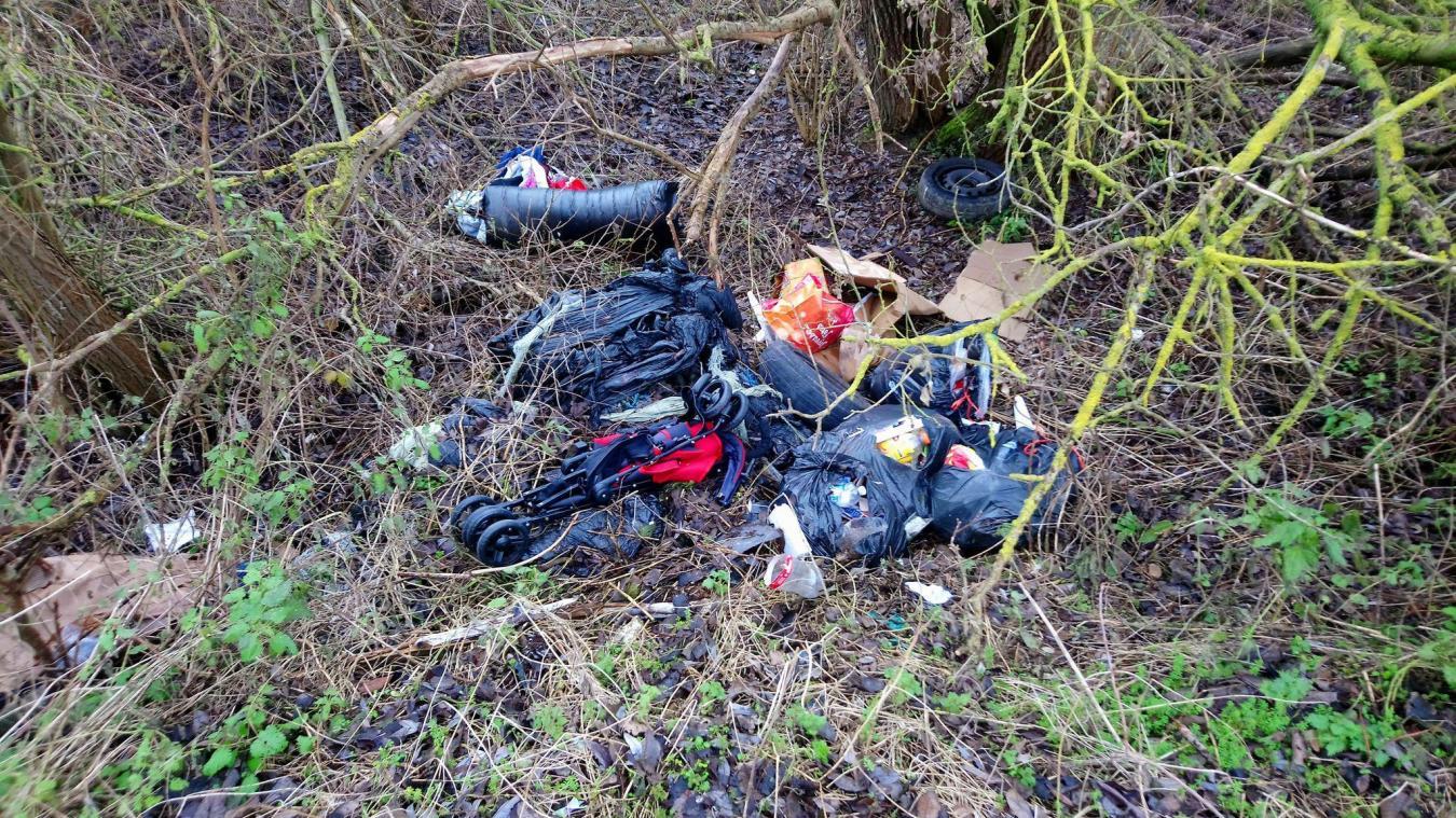 Il y a quelques semaines, des tas de déchets avaient été retrouvés près du cimetière.