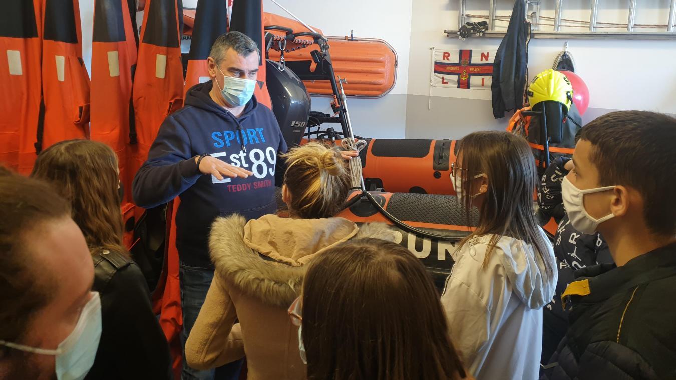 Les bénévoles de la SNSM ont littéralement captivés les jeunes avec leurs histoires de sauvetage.