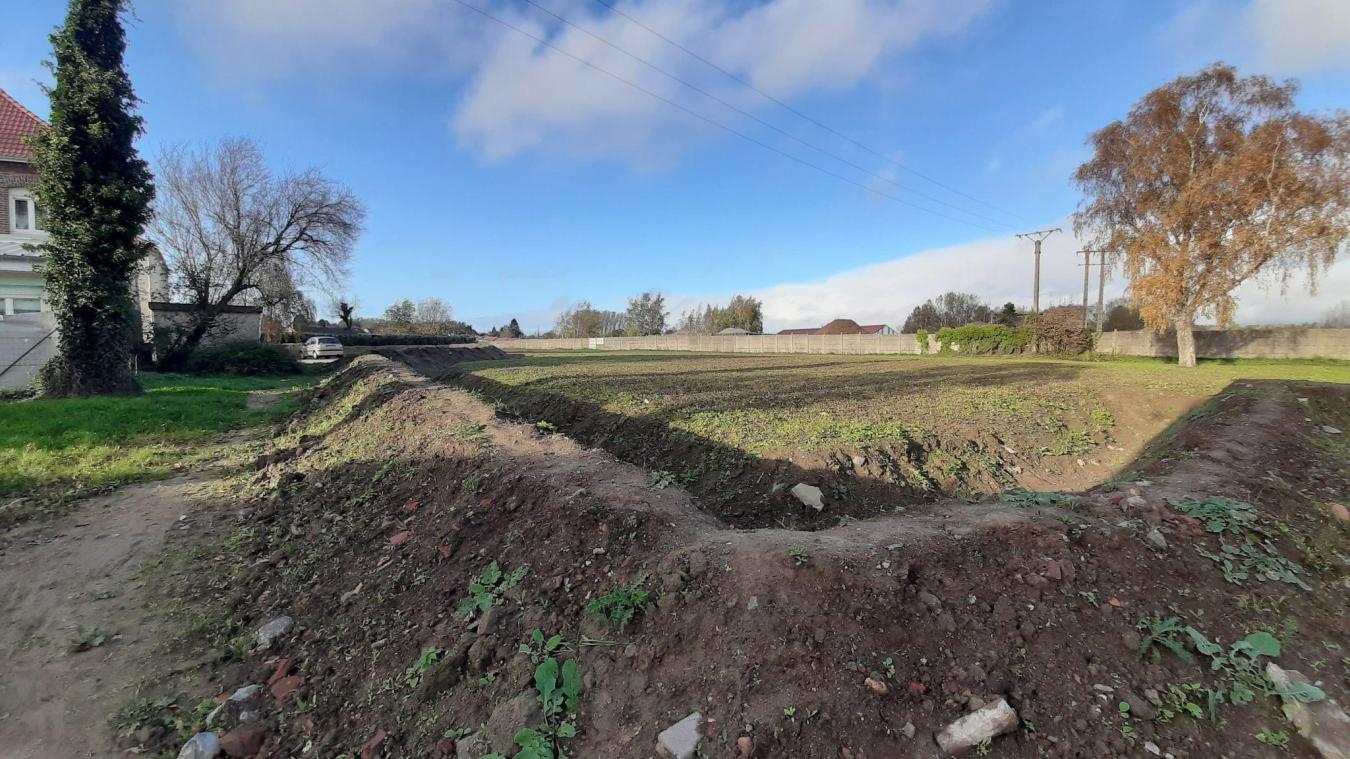 En attendant la concrétisation du projet, un terrain vague laisse place à l'ancienne cité Angela-Davis.