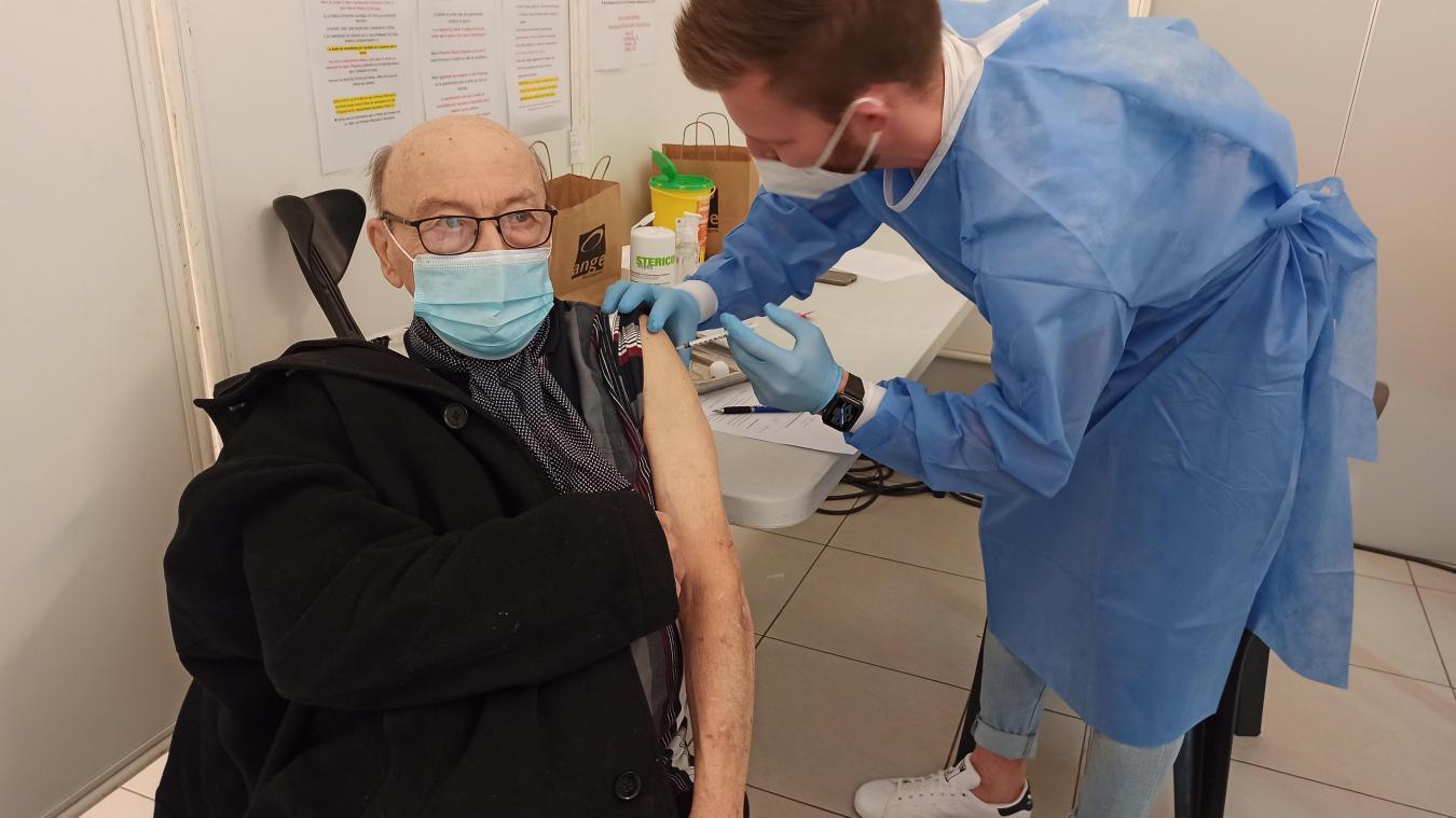 Liévin : à la salle Gilbert-Régnier, le centre de vaccination carbure en attendant AstraZeneca