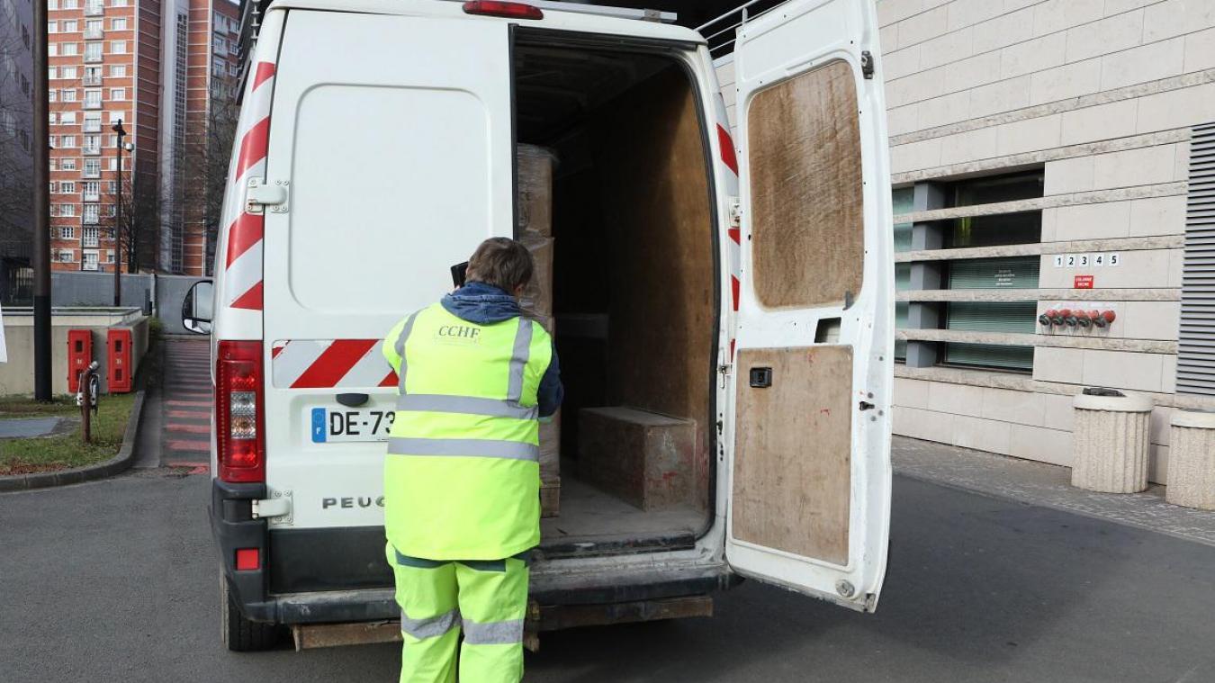 Les masques offerts par les Hauts-de-France à la Communauté de communes des Hauts de Flandre sont partis mercredi matin, du siège de Région de Lille.