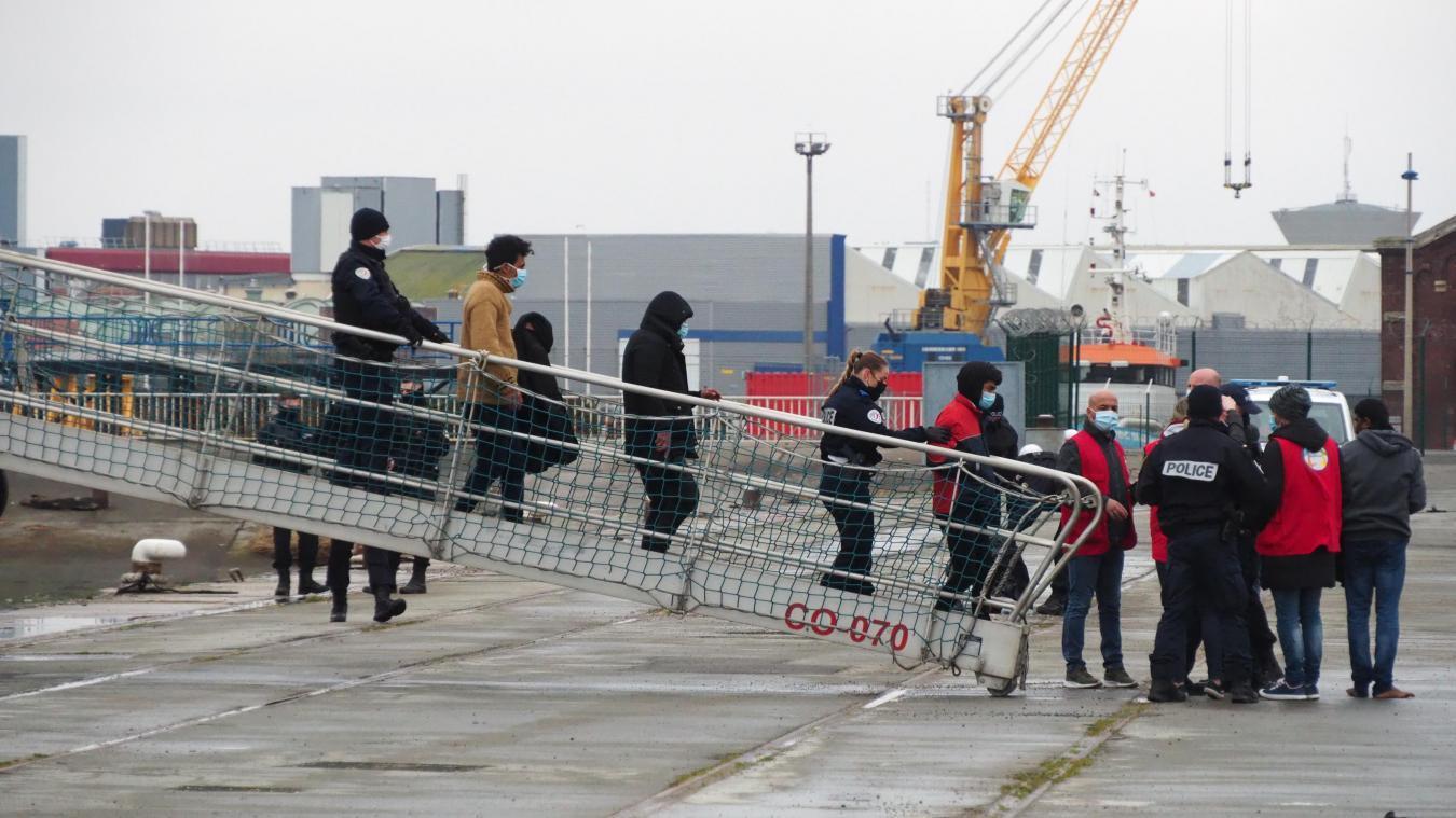 Les migrants ont été déposés à Calais, ce jeudi midi.
