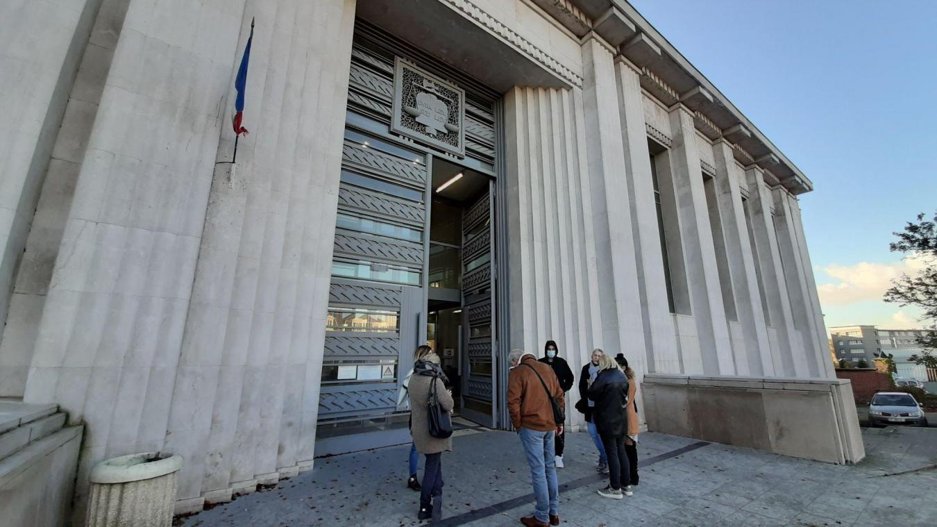 L'audience du trentenaire a été plusieurs fois dérangée par les nombreuses interpellations orales du prévenu alors que les magistrats et avocat devaient prendre la parole.