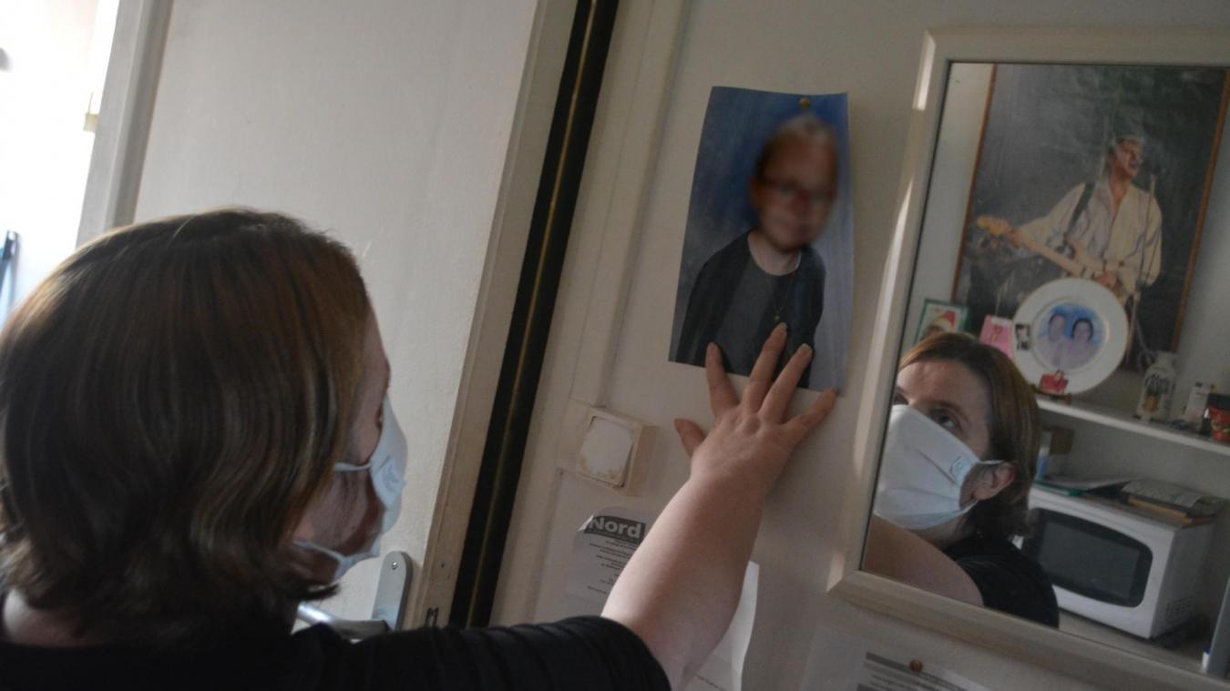 Marie a affiché plusieurs photos de Lucie*, sa fille née en 2013 et placée dès la naissance, dans son appartement.